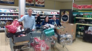 Aldi in Cardonald donate £1,000 of Turkey & £200 of veg to the night shelter